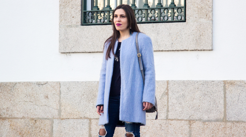 Le Fashionaire The candy cotton blue coat fashion inspiration pale blue candy cotton zara wool coat dark blue bee bug wool uterque knit sweater denim blue ripped zara jeans 4016F EN 805x450