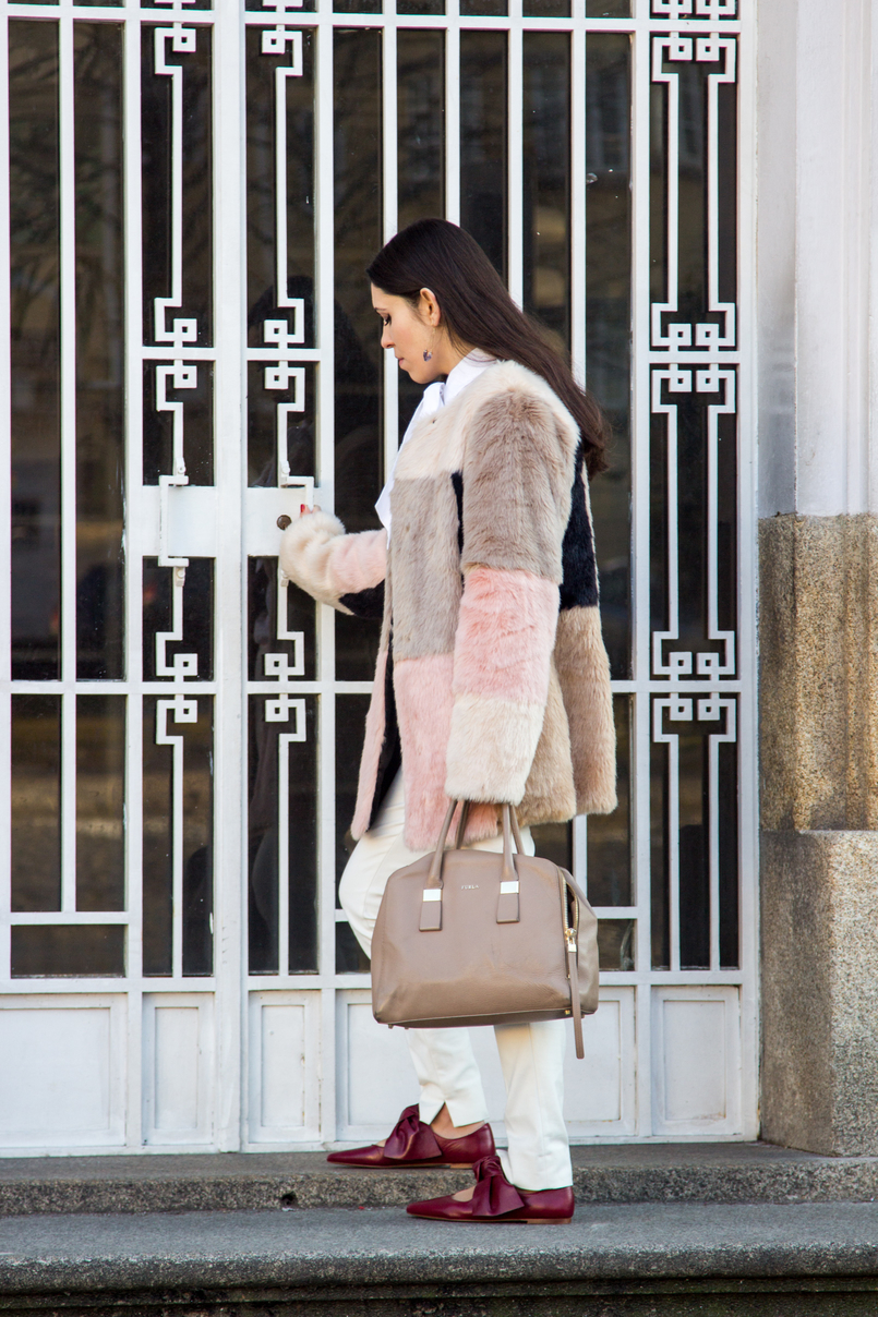 Le Fashionaire Does the friendship end? fashion inspiration pale pink nude blush asos faux fur coat nude furla twiggy bag white zara trousers pointy red leather bow zara flats 4725 EN 805x1208