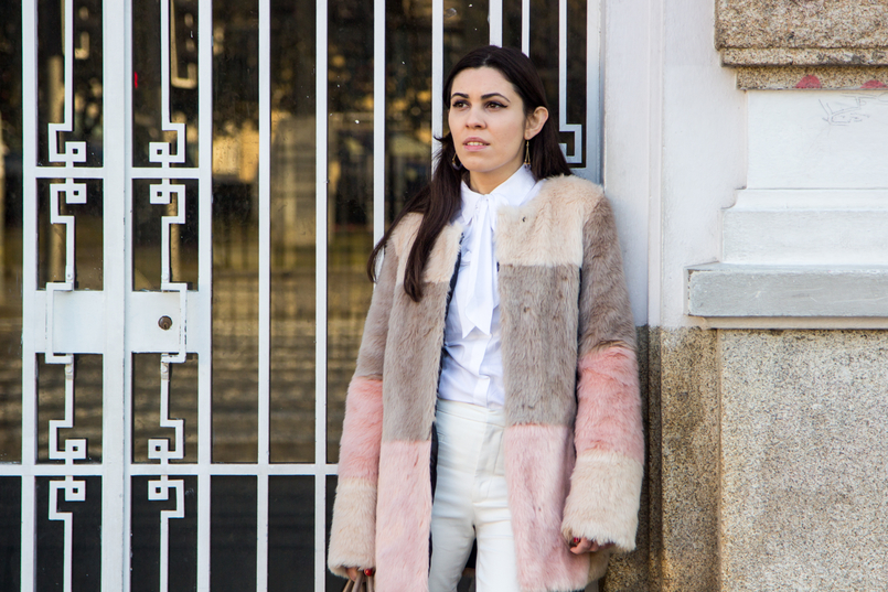 Le Fashionaire Does the friendship end? fashion inspiration pale pink nude blush asos faux fur coat white shirt victorian bow globe triangle amethyst purple hm earrings white zara trousers 4732 EN 805x537