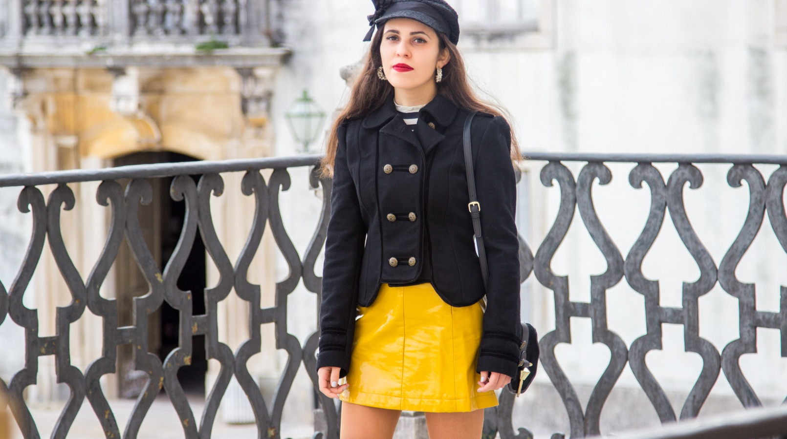 Le Fashionaire Pop of yellow fashion inspiration yellow vinyl trend sfera mini skirt black military wool jacket zara black bow lace claires hat white pearls pedra dura hoops 1043F EN