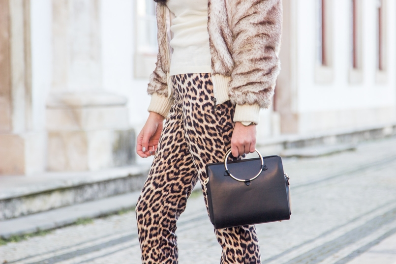 Le Fashionaire What we can learn from Meryl Streeps speech leopard black brown zara trousers faux fur white brown bomber white cotton sweater black gold hoop zara bag 3035 EN 805x537