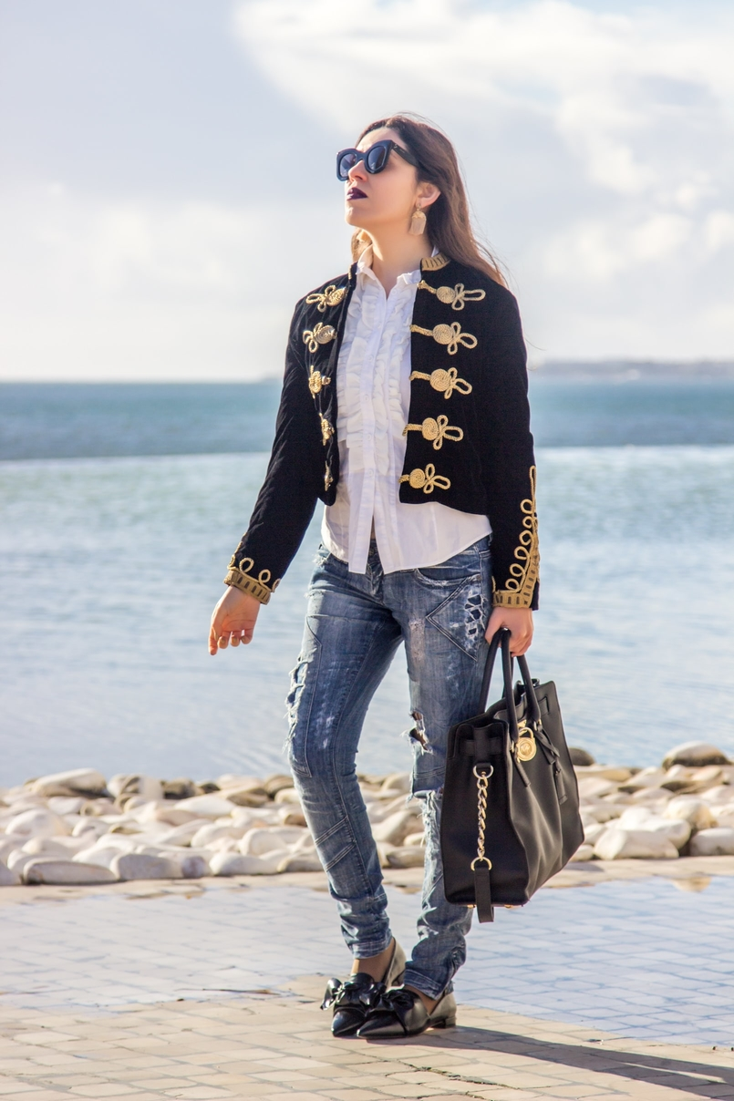 Le Fashionaire A matter of perspective military embroidered velvet dark blue gold zara jacket denim ripped bershka jeans black bow zara pointy flats 2202 EN 805x1208