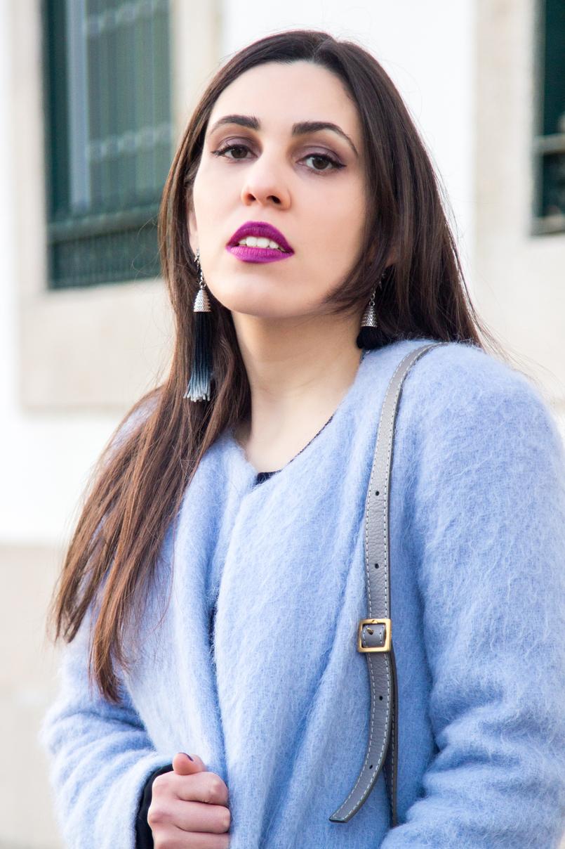 Le Fashionaire O casaco azul moda inspiracao casaco azul claro ceu zara la brincos estrela franjas azuis escuros hm 4036 PT 805x1208