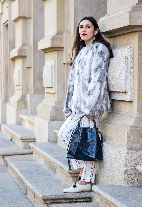 Le Fashionaire Como dizer não à procrastinação moda inspiracao casaco pelos cinzento branco sfera sapatos brancos laco azul estilo masculino monk eureka mala pele croco azul escura pele zara 4305 PT 805x1170