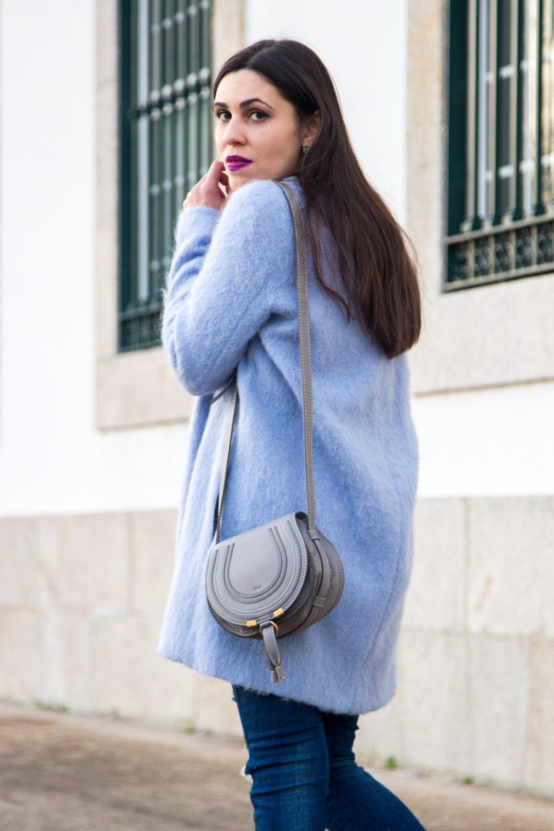 Le Fashionaire The candy cotton blue coat pale blue candy cotton zara wool coat denim blue ripped zara jeans dark blue stars fringes hm earrings leather mini marcie grey chloe bag 4083 EN 805x1208