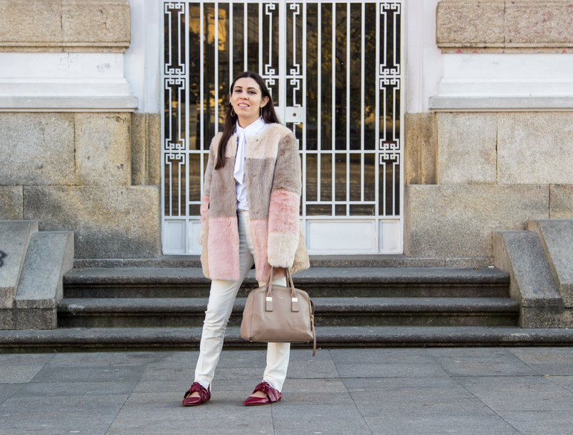 Le Fashionaire Does the friendship end? pale pink nude blush asos faux fur coat white shirt victorian bow globe nude furla twiggy bag white zara trousers pointy red leather bow zara flats 4701 EN 805x612