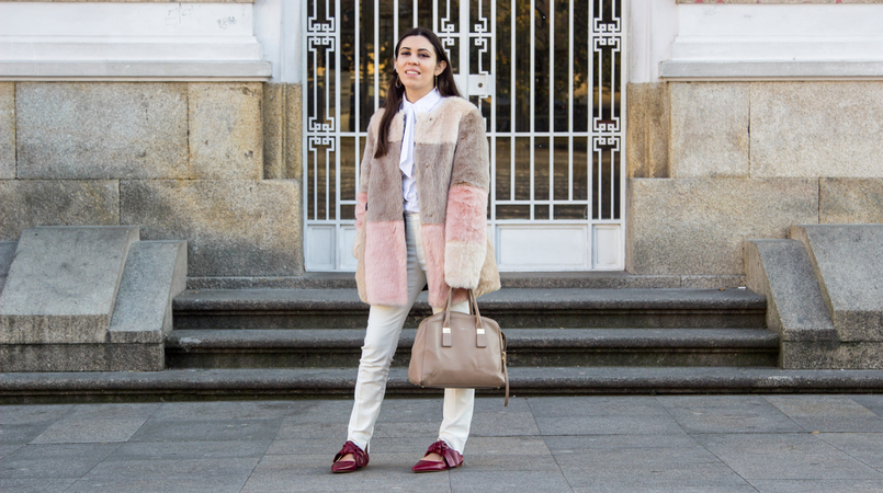 Le Fashionaire Does the friendship end? pale pink nude blush asos faux fur coat white shirt victorian bow globe nude furla twiggy bag white zara trousers pointy red leather bow zara flats 4701F EN 805x450