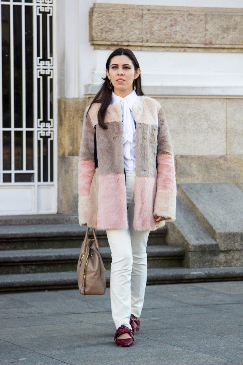 Le Fashionaire Does the friendship end? pale pink nude blush asos faux fur coat white shirt victorian bow globe nude furla twiggy bag white zara trousers pointy red leather bow zara flats 4711 EN 805x1208