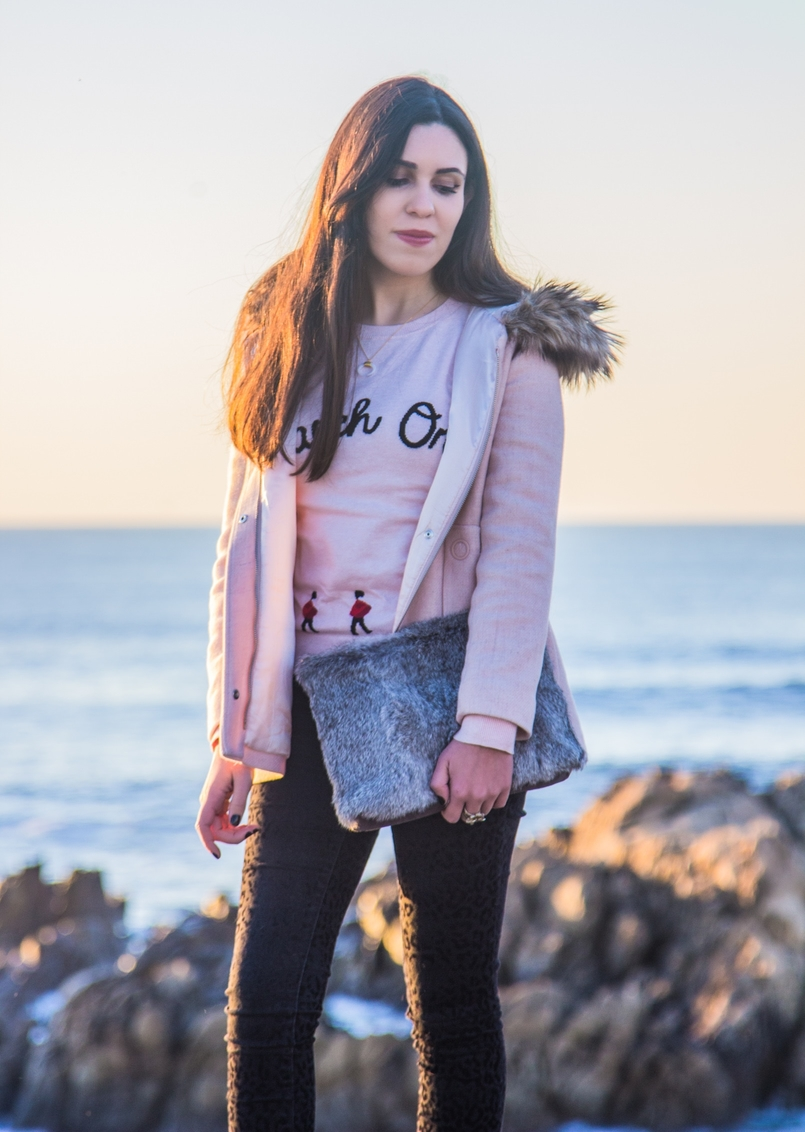 Le Fashionaire Happiness is in the little things pink knit english soldiers march on red ted baker sweater fur grey clutch pale pink winter coat zara kids beach sea 2680 EN 805x1132