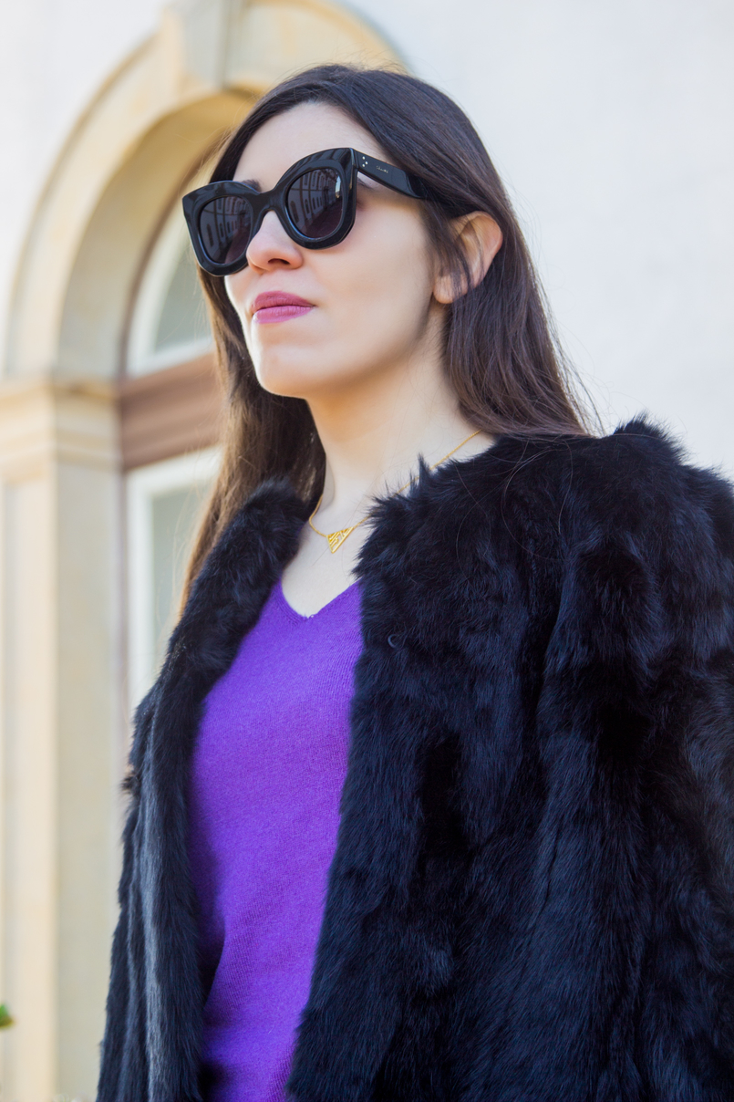 Le Fashionaire Winter essential: the fur coat purple cashmere massimo dutti sweater fur black sfera coat celine black sunglasses gold triangle minimalism neckless 3091 EN 805x1208
