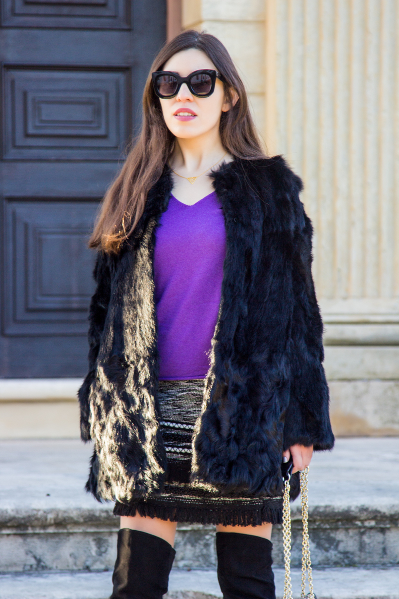 Le Fashionaire Winter essential: the fur coat purple cashmere massimo dutti sweater tweed black white fringes skirt fur black sfera coat gold triangle minimalism neckless 3093 EN 805x1208