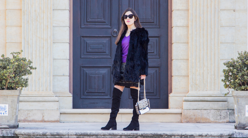 Le Fashionaire Winter essential: the fur coat tweed black white fringes skirt black over knee stradivarius boots fur black sfera coat white black snake print diane von furstenberg bag 3078F EN 805x450