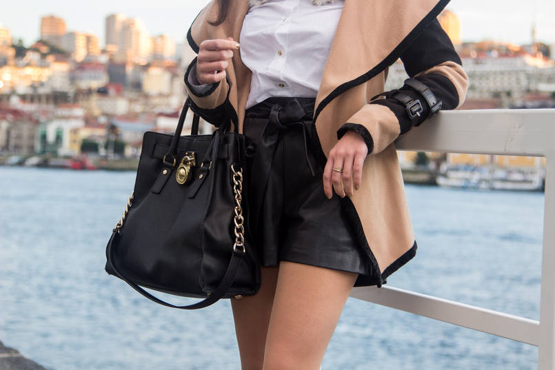 Le Fashionaire Life Happens white cotton golden buttons hm shirt black fake leather bow belt shorts black leather hamilton michael kors bag 0379 EN 805x537