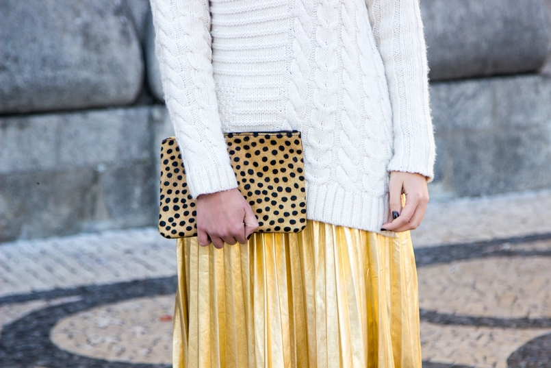 Le Fashionaire Golden Age white wool mango knit sweater gold pleated shein skirt camel black leopard leather sfera clutch 2507 EN 805x537