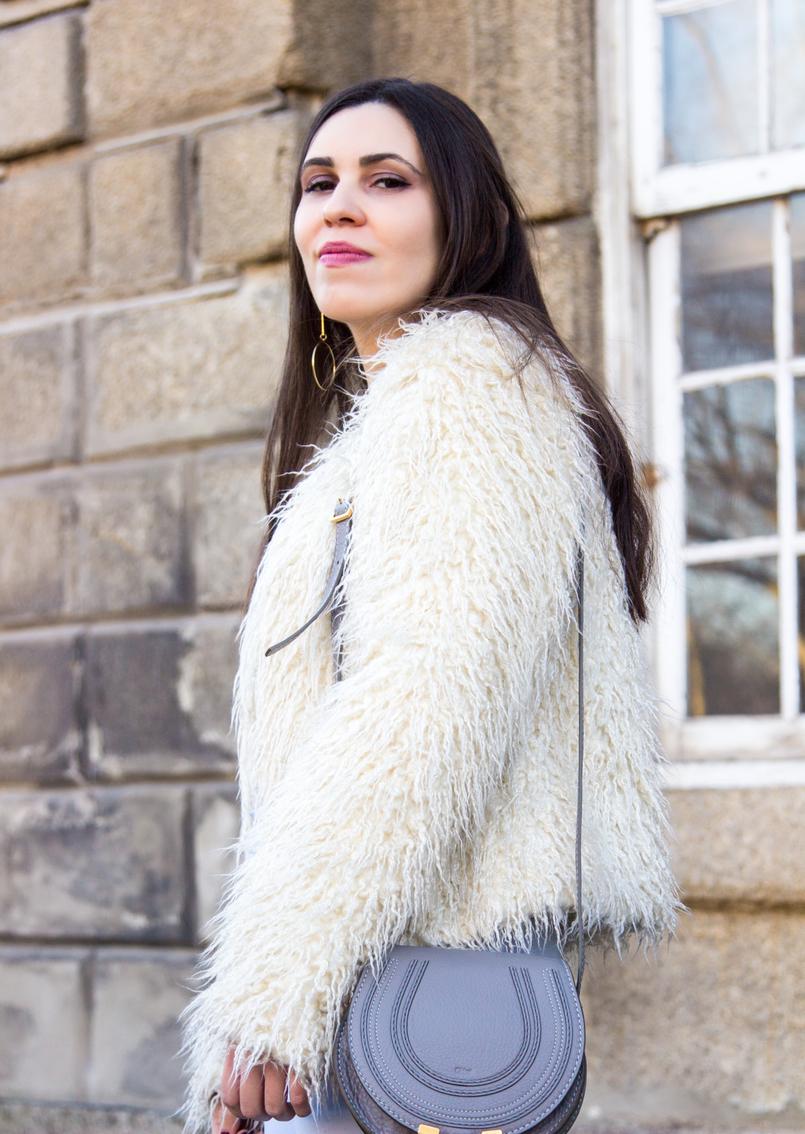 Le Fashionaire Why women have to support other women white zara faux fur coat chloe mini marcie gray leather bag gold long hoop hm earrings 3834 EN 805x1134