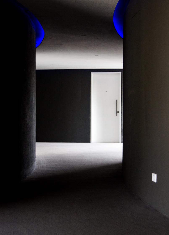 Le Fashionaire Unique Hotel architecture corridor curve wall shadows door room hotel unique sao paulo 5862 EN 805x1119