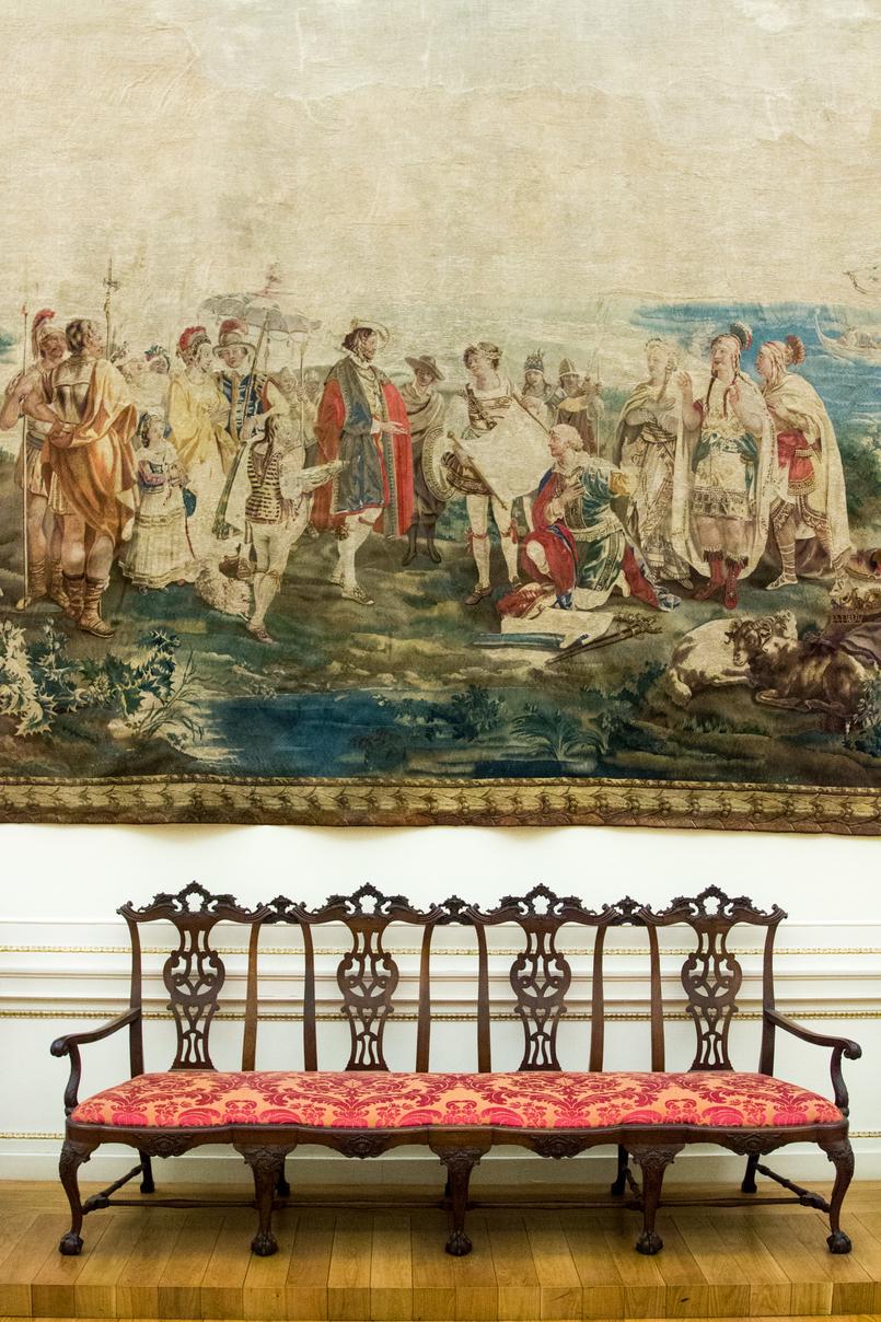 Le Fashionaire Soares dos Reis Museum bench tapestry soares reis museum mint beautiful room 8886 EN 805x1208