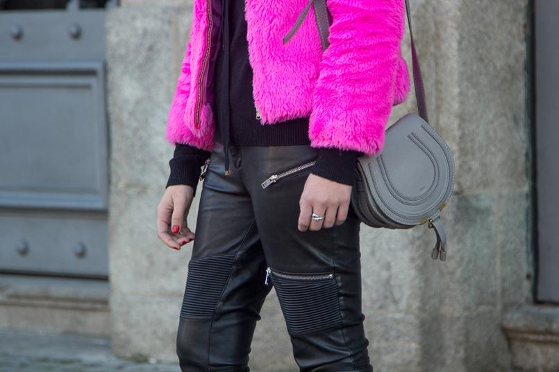 Le Fashionaire Lalaland blogger catarine martins biker zipper trousers black zara wool sweater gold detail chloe grey leather mini marcie bag 4834 EN 805x537