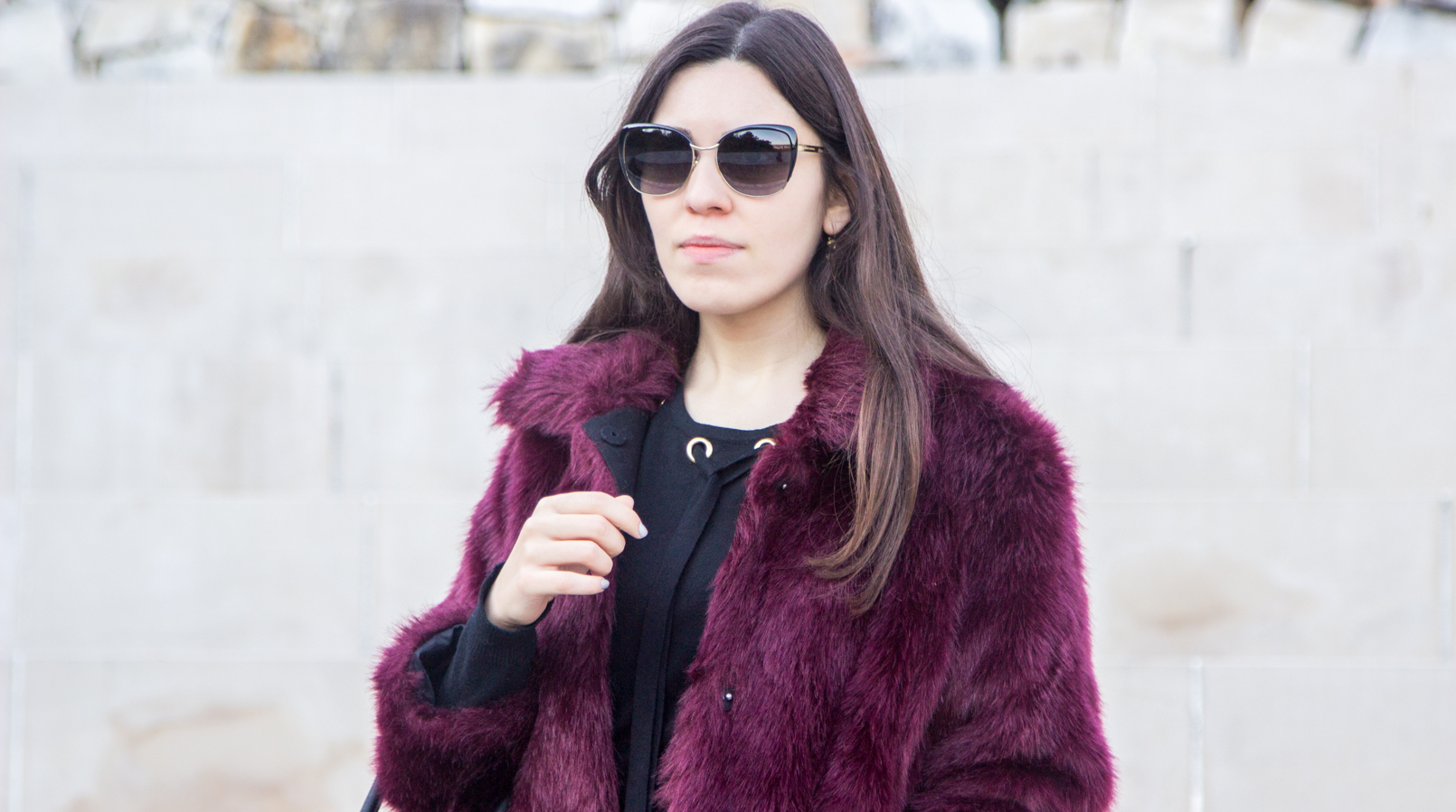 Le Fashionaire The embroidered skirt blogger catarine martins burgundy faux fur stradivarius coat black gold details wool knit sweater dolce gabbana black sunglasses 3394F EN