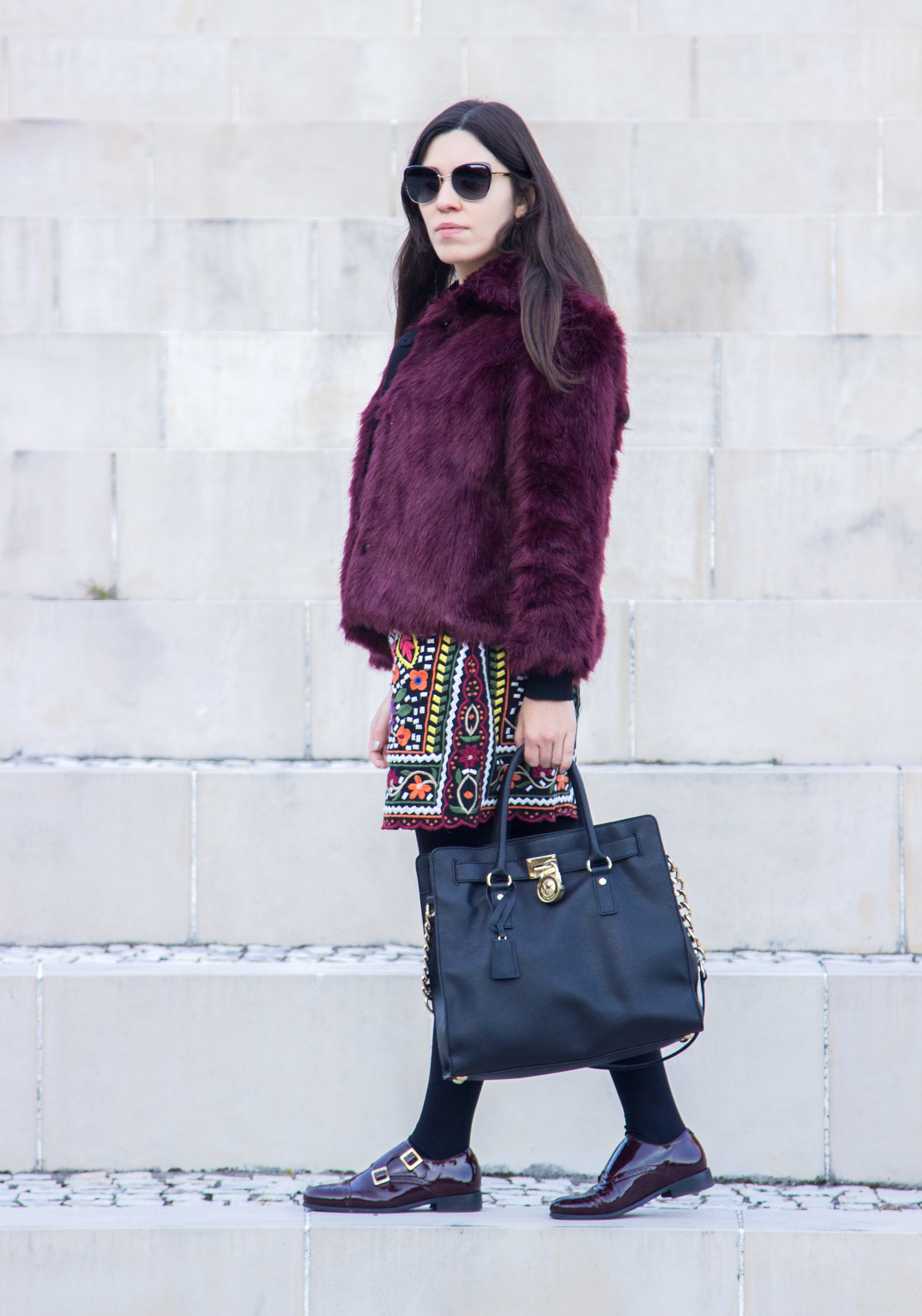 Le Fashionaire blogger catarine martins burgundy faux fur stradivarius coat embroidered flowers colorful zara black skirt 3374 EN blogger catarine martins burgundy faux fur stradivarius coat embroidered flowers colorful zara black skirt 3374 EN
