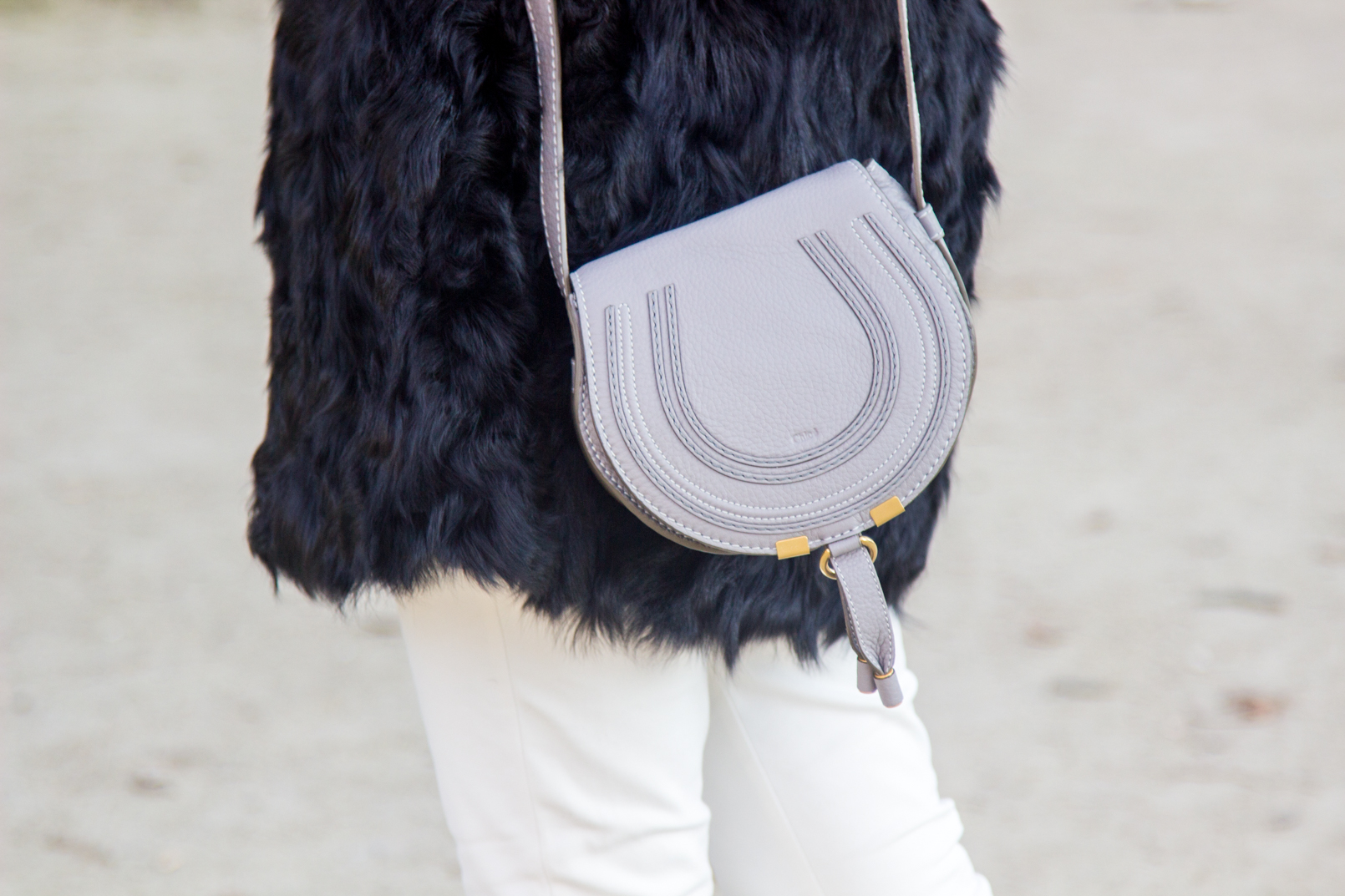 Le Fashionaire blogger catarine martins fashion inspiration fur black sfera coat white zara trousers mini marcie chloe zara grey bag 4126 EN blogger catarine martins fashion inspiration fur black sfera coat white zara trousers mini marcie chloe zara grey bag 4126 EN