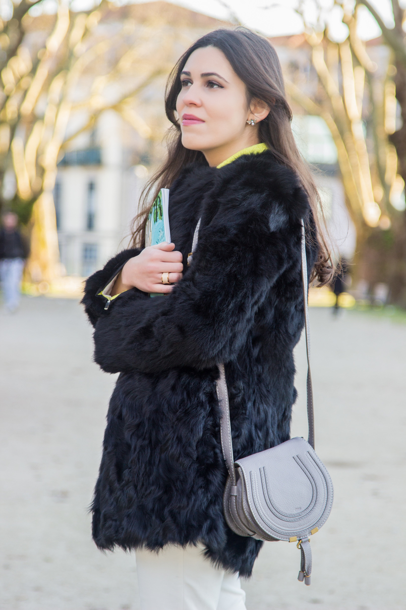 Le Fashionaire Greenery blogger catarine martins fashion inspiration fur black sfera coat white zara trousers mini marcie chloe zara grey bag 4131 EN 805x1208