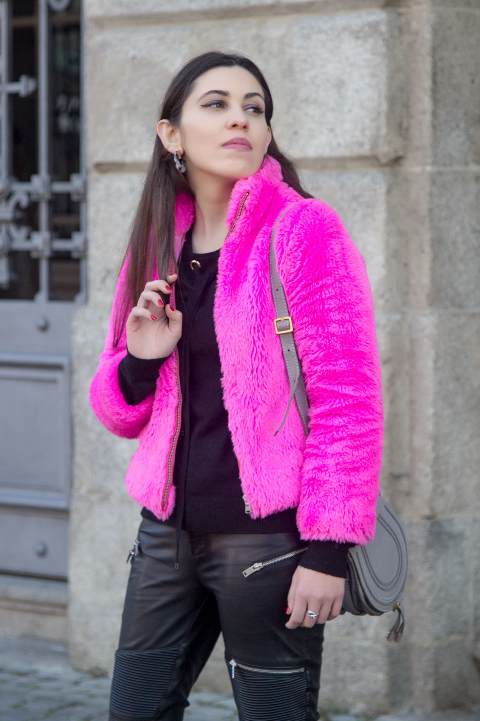 Le Fashionaire blogger catarine martins faux fur pink benetton fluffy winter coat chloe grey leather mini marcie bag Stone purple hoop parfois 4829 EN blogger catarine martins faux fur pink benetton fluffy winter coat chloe grey leather mini marcie bag Stone purple hoop parfois 4829 EN