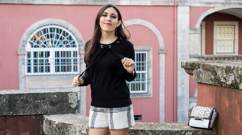 Le Fashionaire Soares dos Reis Museum blogger catarine martins tweed black white zara tartan shorts black wool gold details knit sweater soares reis museum mint beautiful room 8939F EN 805x450
