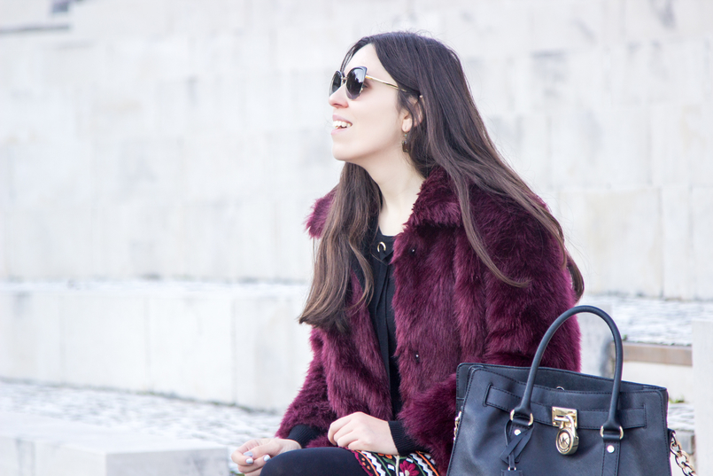 Le Fashionaire The embroidered skirt burgundy faux fur stradivarius coat hamilton leather black gold details michael kors bag dolce gabbana black sunglasses 3366 EN 805x537