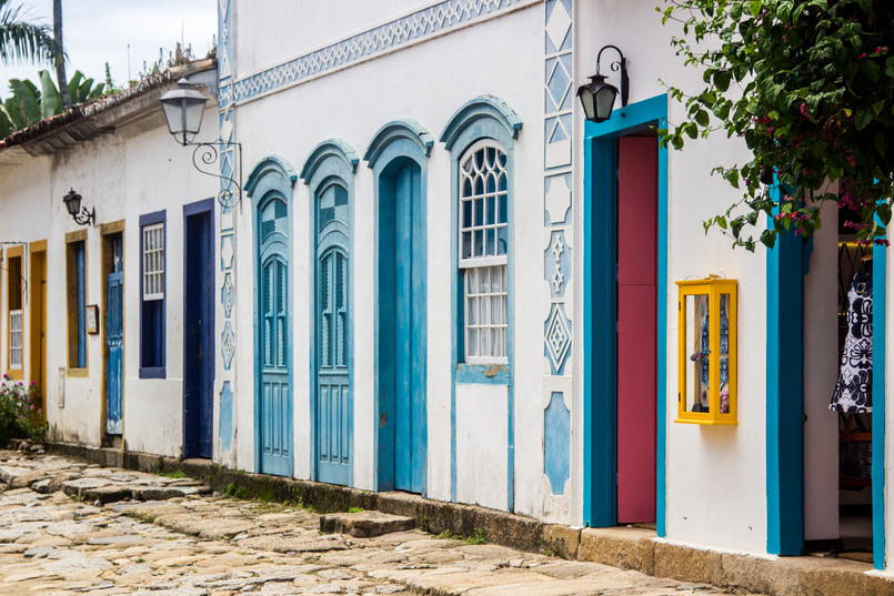Le Fashionaire 10 reasons why you need to visit Paraty colorful streets real street paraty rio de janeiro brazil 6105 EN 805x537