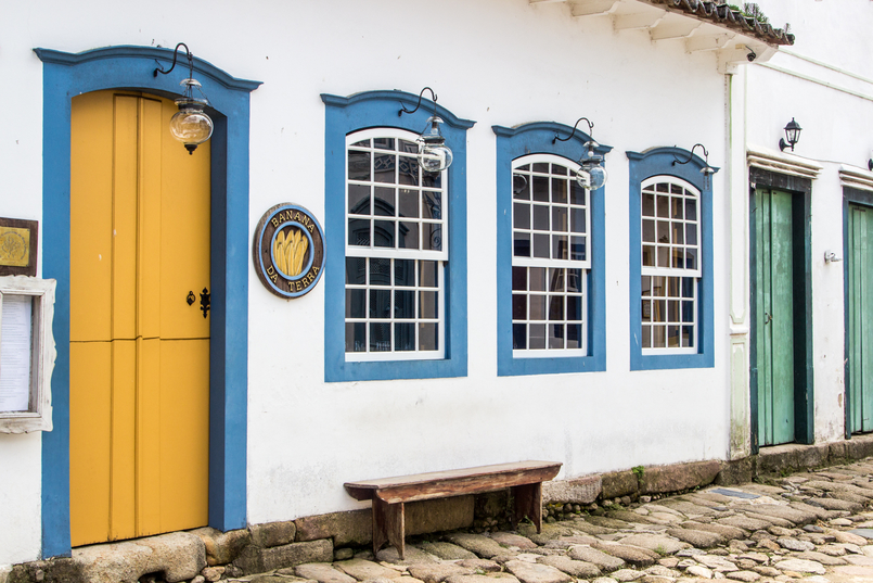 Le Fashionaire 10 reasons why you need to visit Paraty colorful streets real street paraty rio de janeiro brazil 6119 EN 805x537