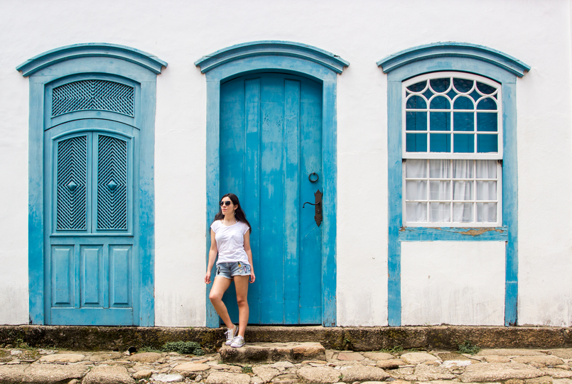 Le Fashionaire 10 reasons why you need to visit Paraty denim mini shorts patches pineapple cactus summer bershka white summer stradivarius tee colorful streets real street paraty rio de janeiro brazil 6111 EN 805x541