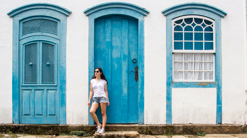 Le Fashionaire 10 reasons why you need to visit Paraty denim mini shorts patches pineapple cactus summer bershka white summer stradivarius tee colorful streets real street paraty rio de janeiro brazil 6111F EN 805x450