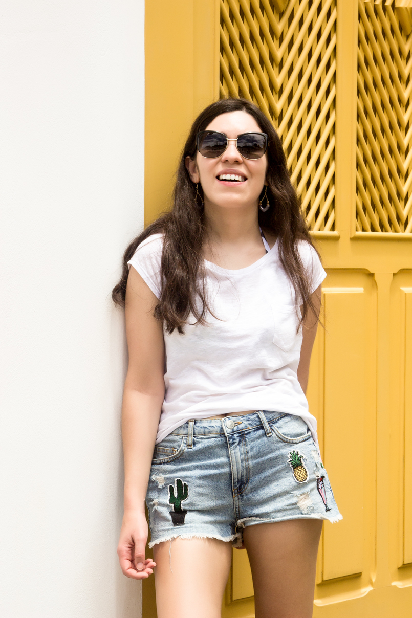 Le Fashionaire 10 reasons why you need to visit Paraty denim mini shorts patches pineapple cactus summer bershka white summer stradivarius tee yellow white cute house paraty rio de janeiro brazil 6185 EN 805x1208