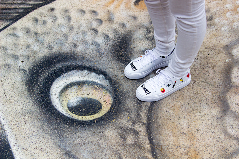 Le Fashionaire Street Art at Beco do Batman emoji bang bang white pull bear sneakers graffiti beco batman sao paulo 5461 EN 805x537