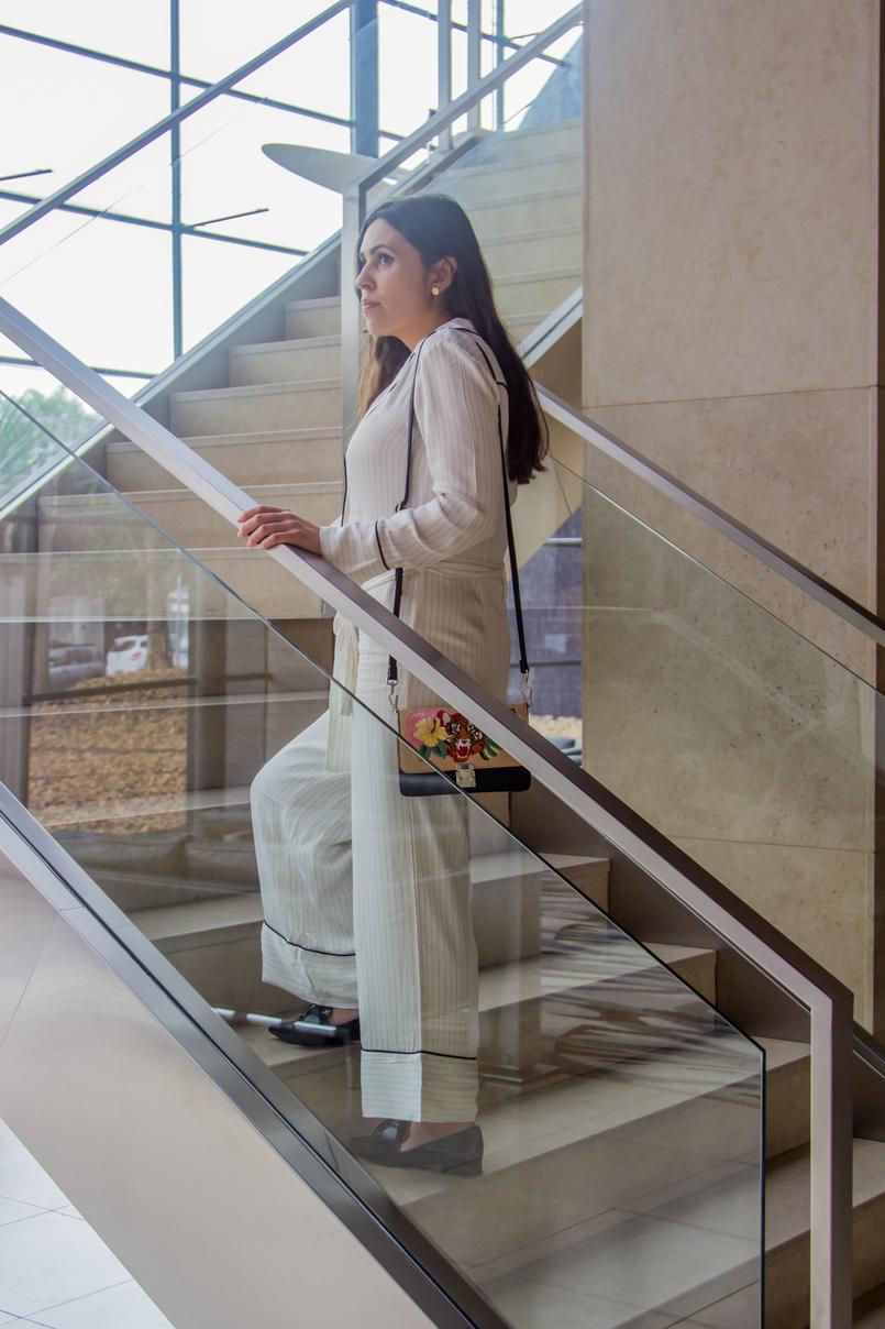Le Fashionaire Hotel Unique escadas macacao riscas estilo pijama mango sapatos pontiagudos laco rasos pretos zara mala preta tigre bordada parfois hotel unique sao paulo 5927 PT 805x1208