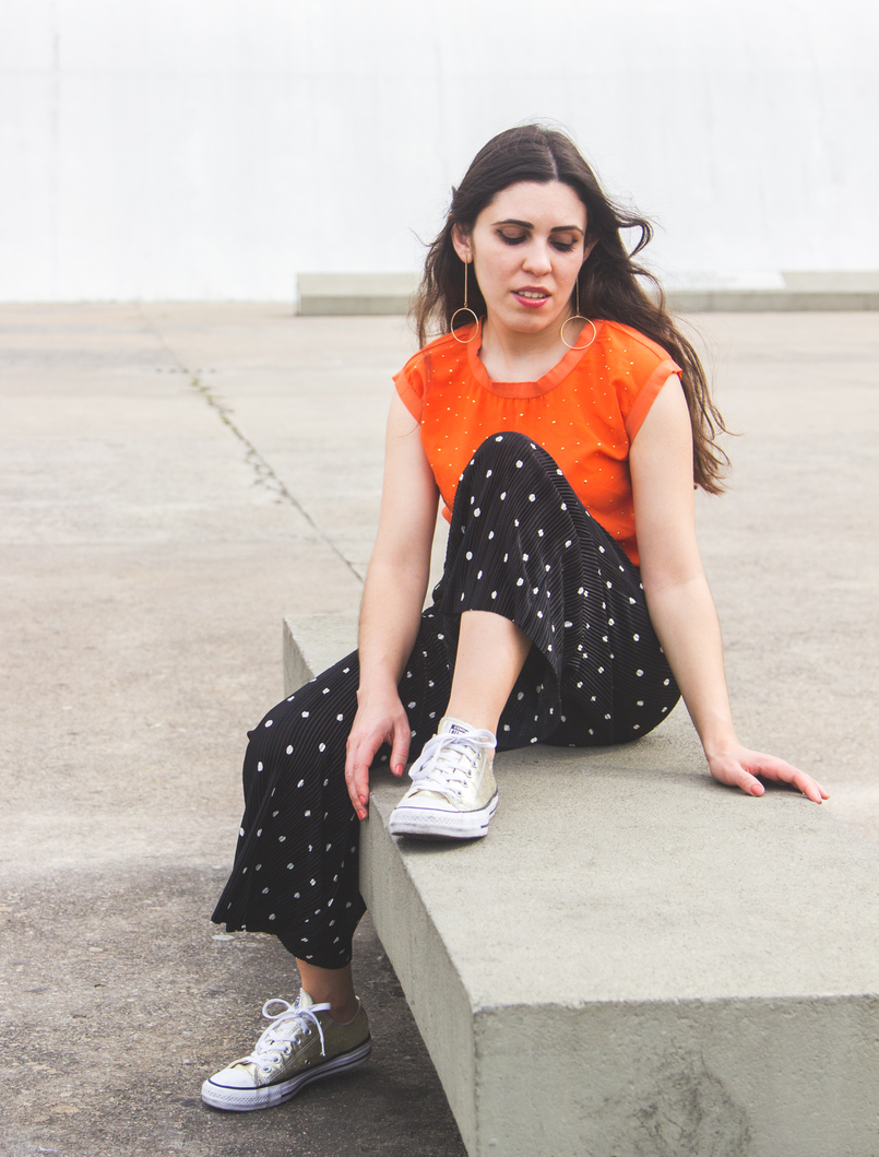 Le Fashionaire Why is it important to be comfortable in your clothing? oversized polka dots black white zara cropped trousers gold all stars converse sneakers gold long hm circle hoop earrings 5733 EN 805x1059