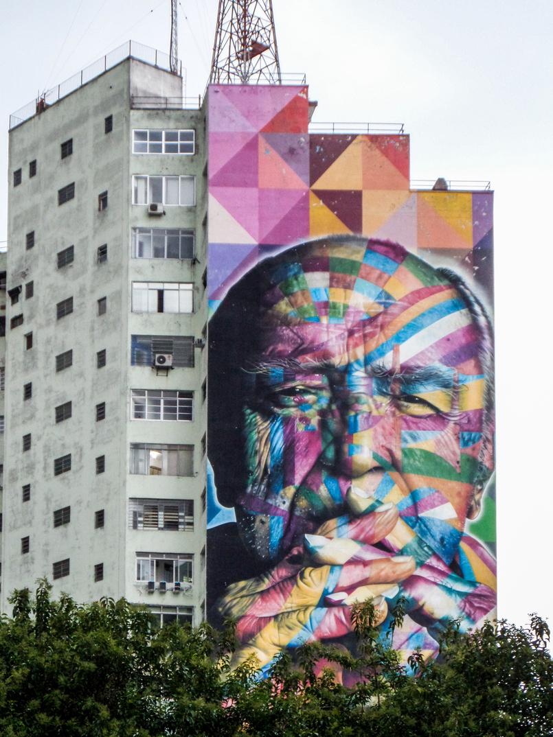 Le Fashionaire 5 must visit places in Sao Paulo paulista avenue graffiti colorful man sao paulo city SAM 9976 EN 805x1074