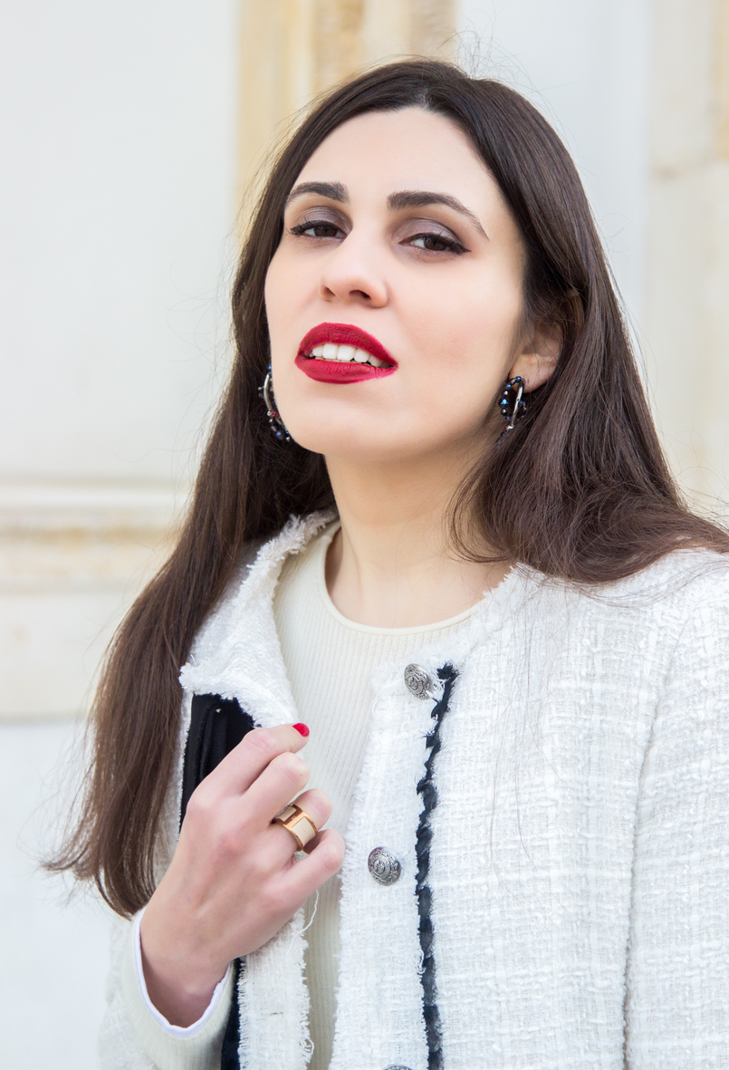 Le Fashionaire 3 reasons to wear red lipstick on Valentines red lipstick white tweed black bow classic zara chanel like jacket red black swarovski crystal hoop earrings leather nude gold calvin klein ring 4471 EN 805x1181