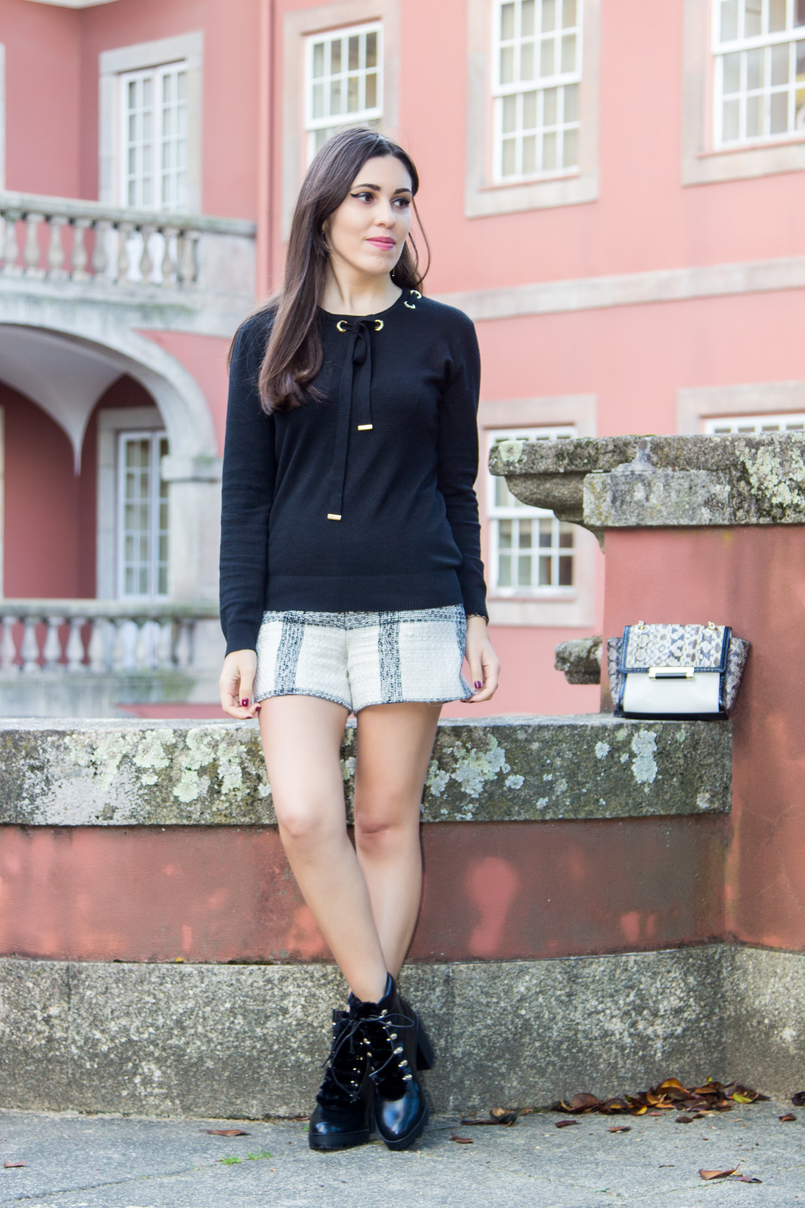 Le Fashionaire Soares dos Reis Museum tweed black white zara tartan shorts black wool gold details knit sweater military black faux fur ankle stradivarius boots soares reis museum 8931 EN 805x1208