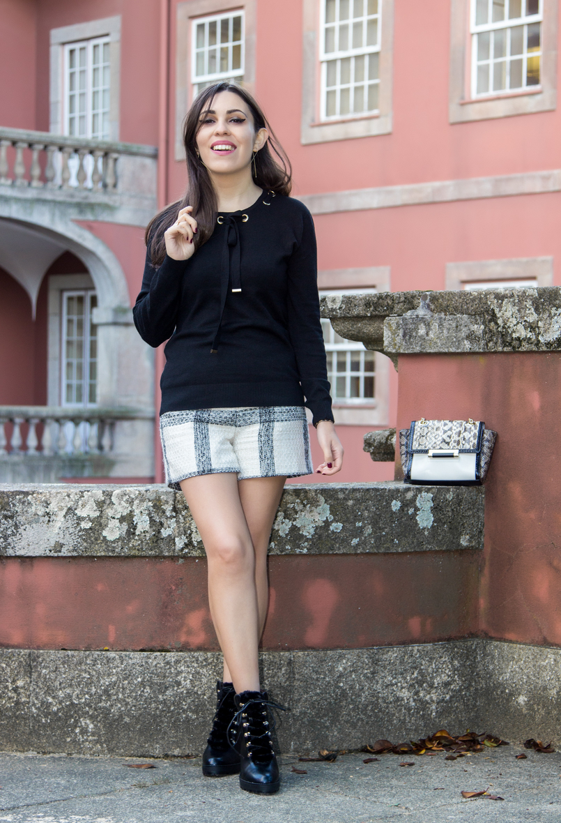 Le Fashionaire Soares dos Reis Museum tweed black white zara tartan shorts black wool gold details knit sweater military black faux fur ankle stradivarius boots soares reis museum 8936 EN 805x1180