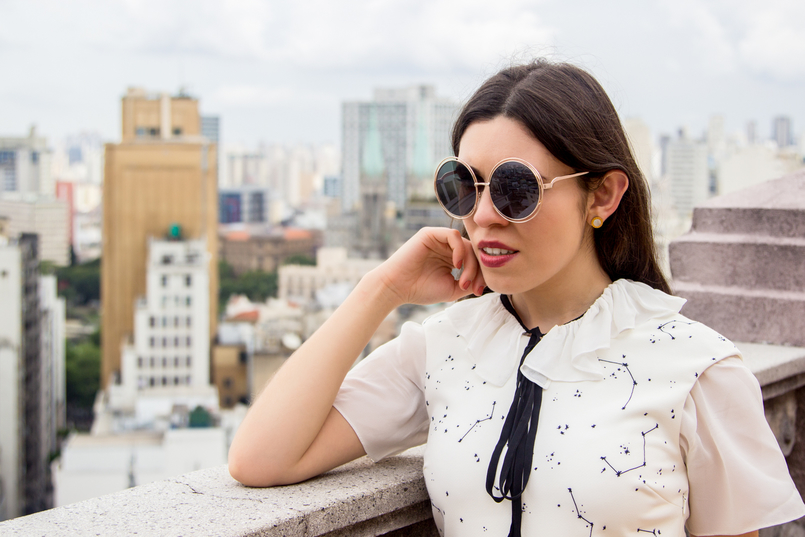 Le Fashionaire From Sao Paulo with love white stars planets dark blue printed zara dress white blouse black bow zara gold round bold sunnies 5606 EN 805x537