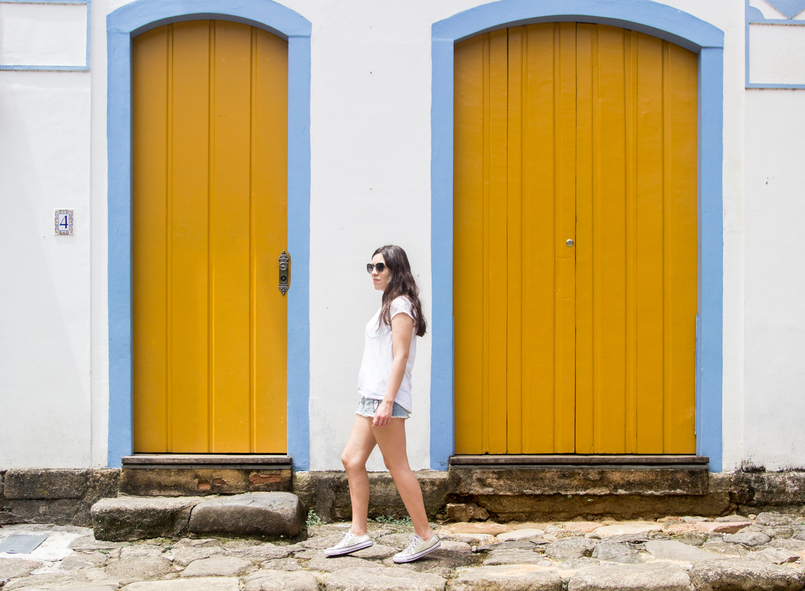 Le Fashionaire 10 reasons why you need to visit Paraty white summer stradivarius tee gold all stars converse sneakers yellow white cute house paraty rio de janeiro brazil 6096 EN 805x591