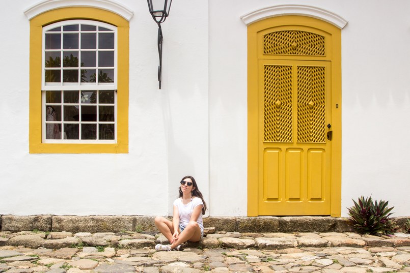 Le Fashionaire 10 reasons why you need to visit Paraty white summer stradivarius tee gold all stars converse sneakers yellow white cute house paraty rio de janeiro brazil 6175 EN 805x537