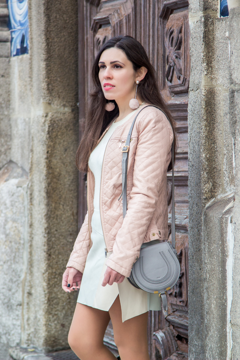 Le Fashionaire Spring Touch blogger catarine martins fake leather pale pink zara jacket long pale pink pompom mango earrings chloe mini marcie gray leather bag 7341 EN 805x1208