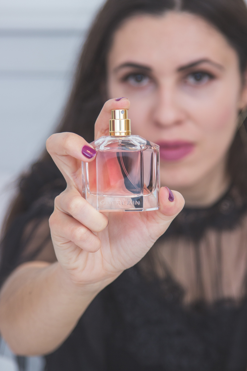 Le Fashionaire Mon Guerlain blogger catarine martins fashion inspiration black ruffles lace feminine new season zara dress pale pink bottle perfume mon guerlain 1420 EN 805x1208