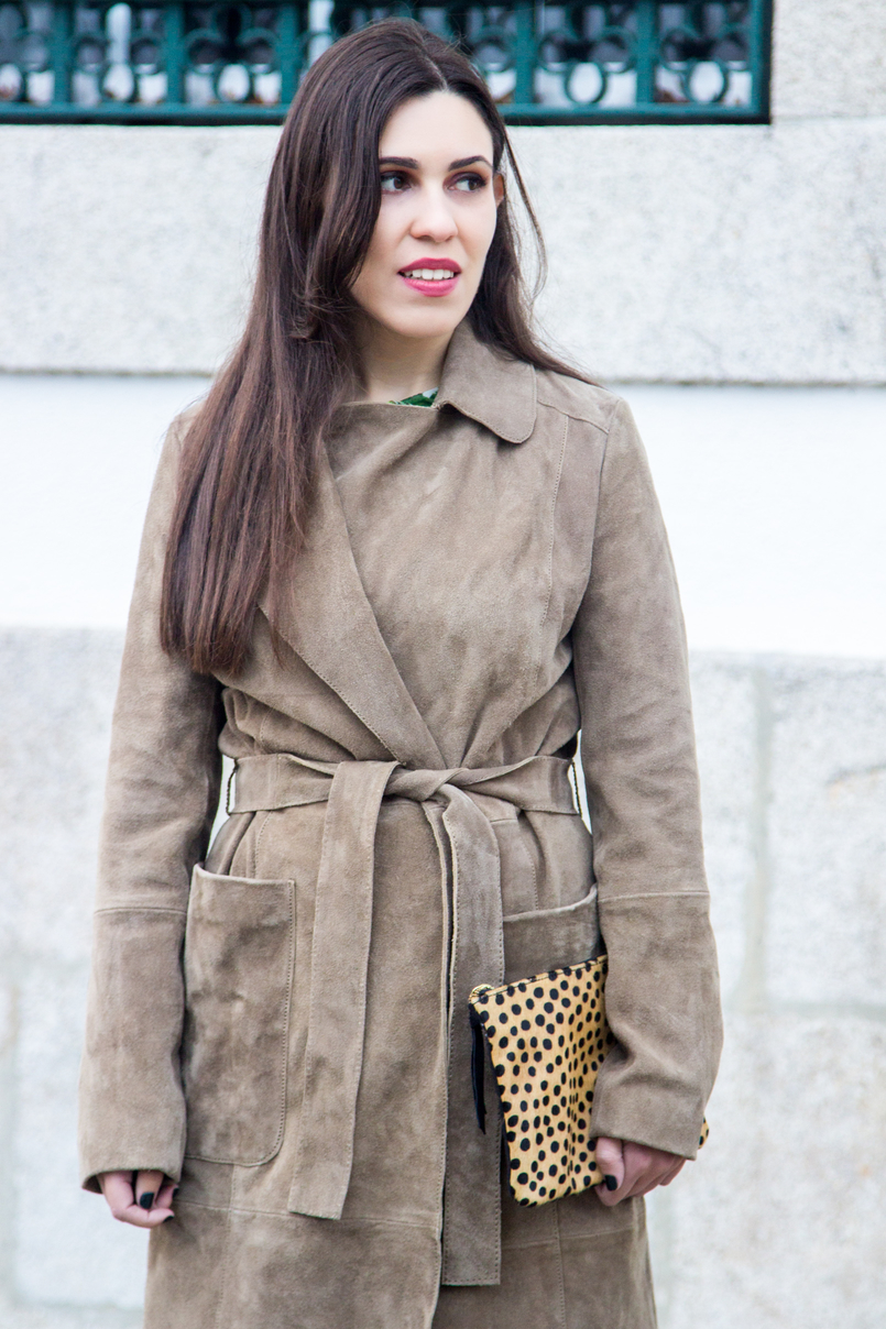 Le Fashionaire Be yourself! blogger catarine martins fashion inspiration camel brown mango leather trench coat leopard giraffe fur leather sfera clutch 7175 EN 805x1208