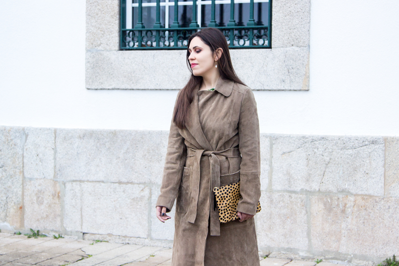 Le Fashionaire Be yourself! blogger catarine martins fashion inspiration camel brown mango leather trench coat leopard giraffe fur leather sfera clutch 7177 EN 805x537