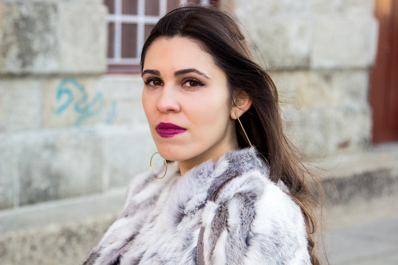 Le Fashionaire Hope blogger catarine martins fashion inspiration fur gray white sfera beautiful coat bold long gold hm hoop earrings 4238 EN 805x537