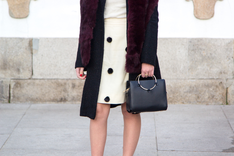 Le Fashionaire Don't get envy, get proactive! blogger catarine martins fashion inspiration white nude black pompons old skirt burgundy fur sfera stole black bag gold hoop zara 4844 EN 805x537